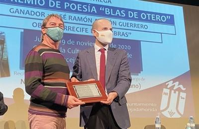 /media/noticias/fotos/pr/2020/11/20/la-obra-arrecife-de-sombras-recibe-el-premio-de-poesia-blas-de-otero-de-majadahonda_thumb.jpg