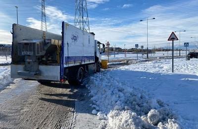 /media/noticias/fotos/pr/2021/04/26/majadahonda-refuerza-sus-medios-tecnicos-con-retroexcavadoras-y-tractores-para-retirar-la-gran-cantidad-de-nieve-acumulada_thumb.jpg