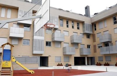 https://majadahondain.es/media/noticias/fotos/pr/2021/07/12/el-psoe-tacha-de-indecente-la-reserva-de-tres-viviendas-publicas-vacias-vox-en-majadahonda_thumb.jpg
